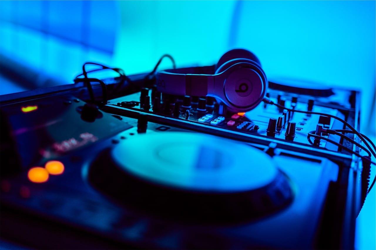 4 Tips DJ Article Image