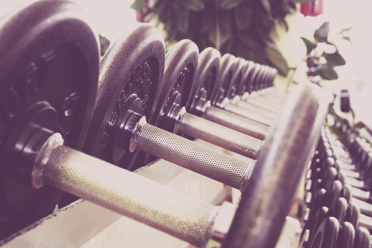 7 Reasons Woman Lifting Weights Article Image