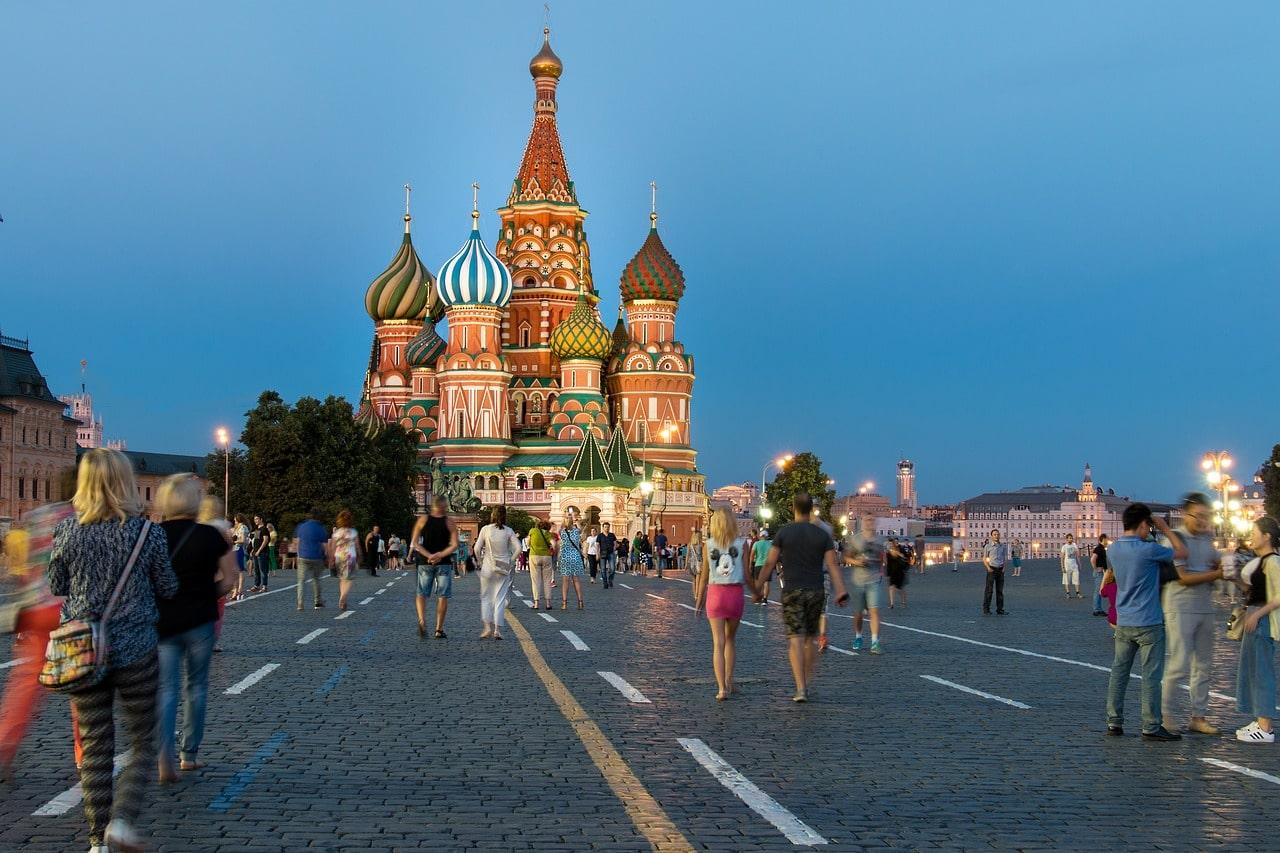 Russia Travel Hacks Tips Header Image