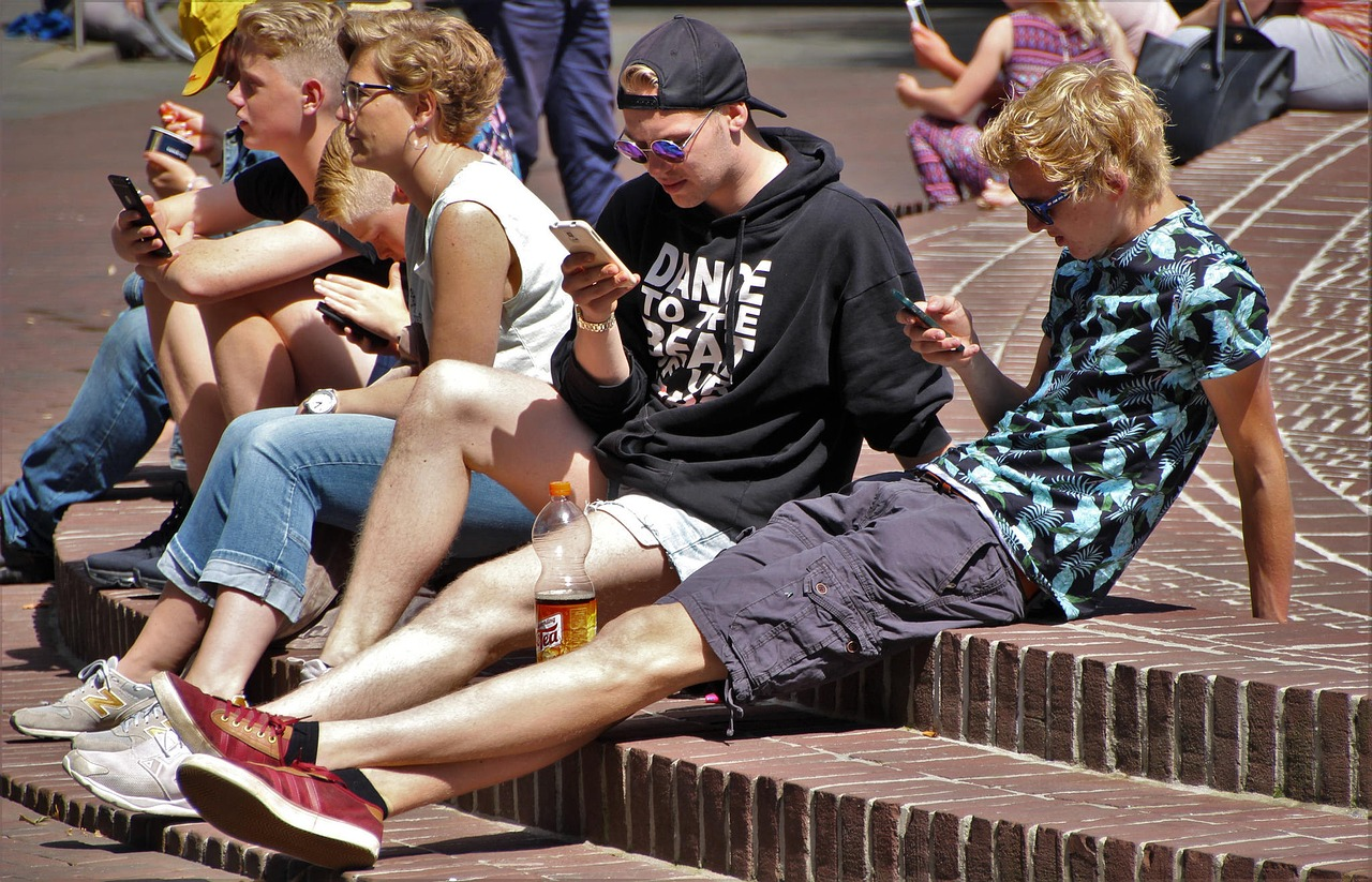 Scary Facts About Smartphone Addiction & Usage