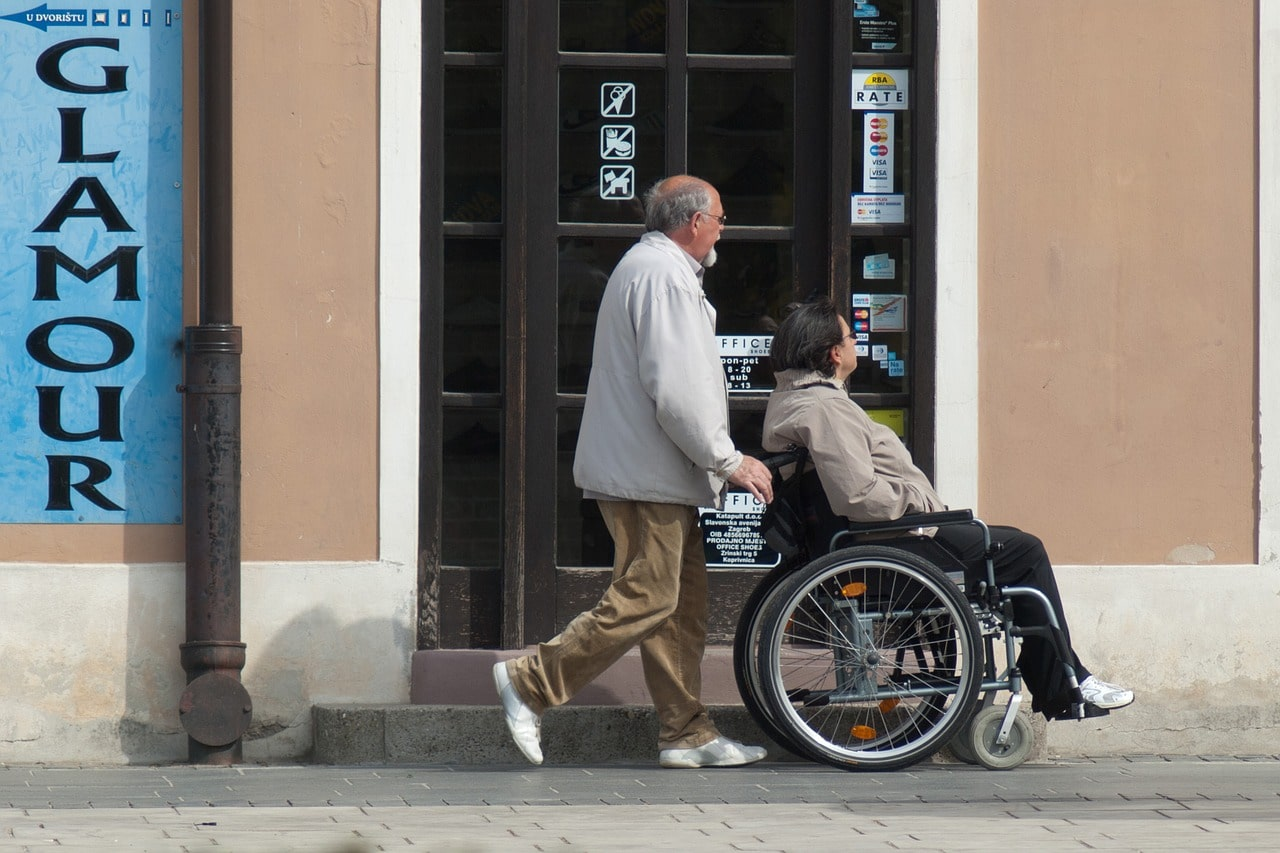 How A Live-In Carer Can Help People With Mobility Problems