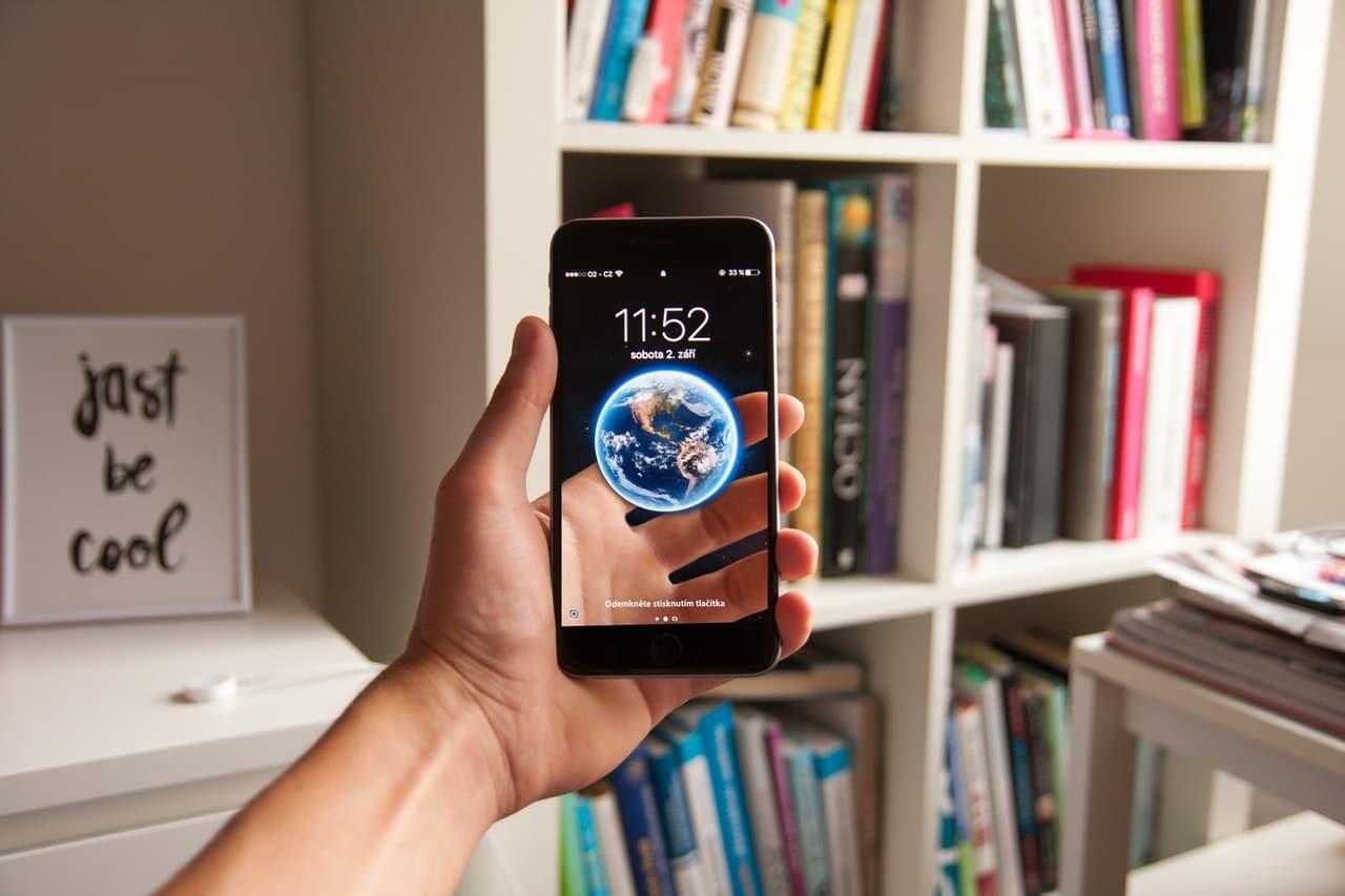 8 Ways Phone Accessories Header Image