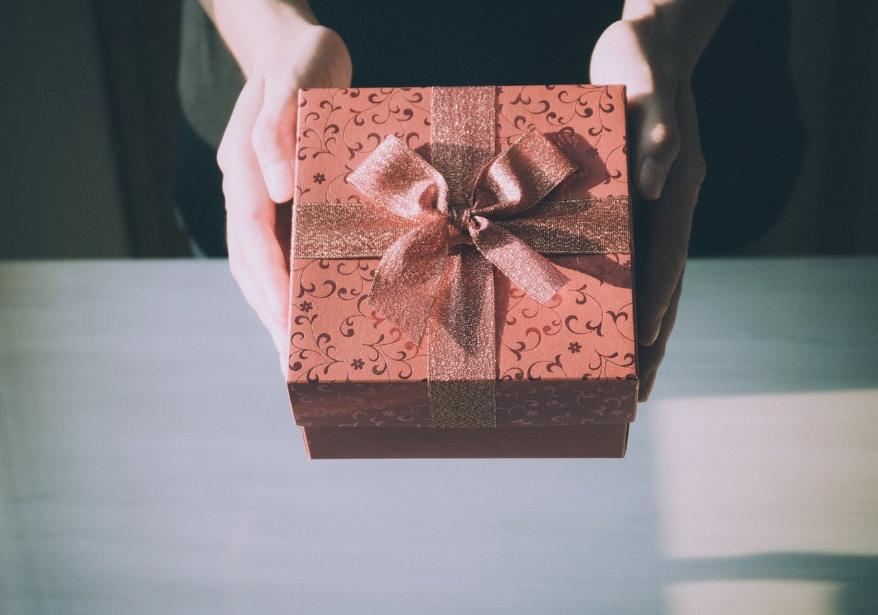 Proper Gift Giving Etiquette For The Holiday Season
