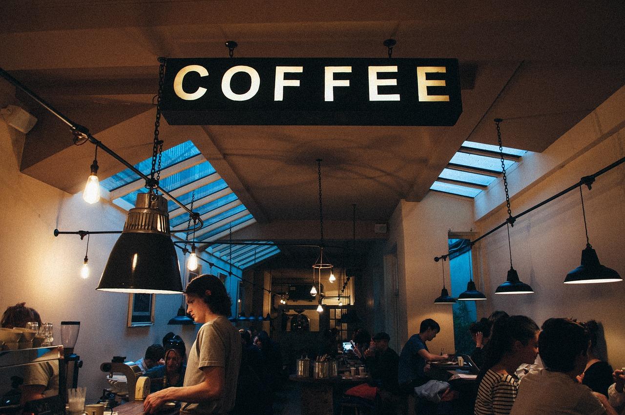 Tips Attract Customer Café Header Image