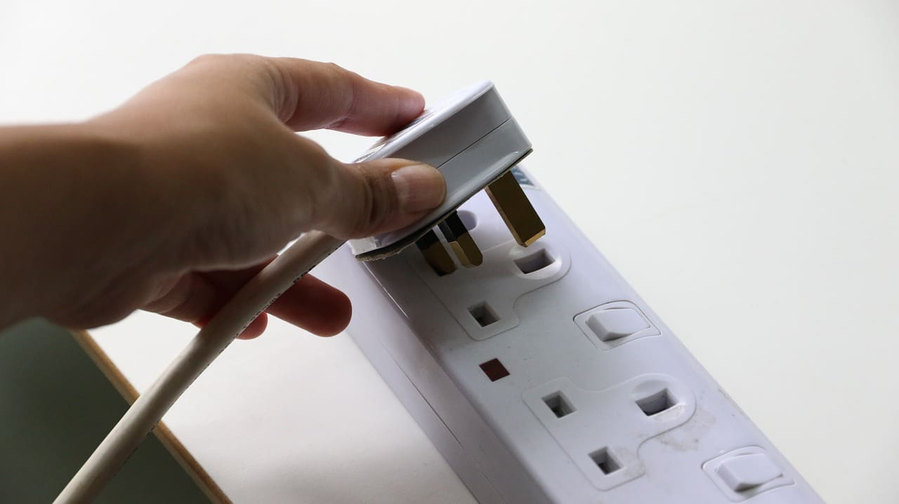 5 Ways Reduce Energy Costs Article Image