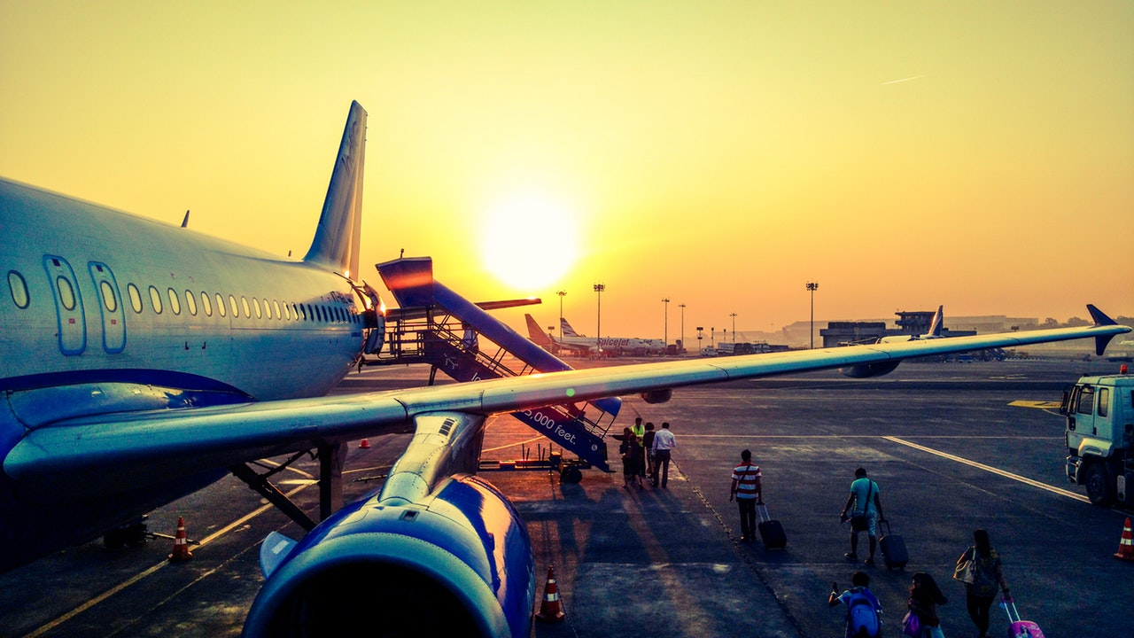 5 Money Saving Tips Flight Article Image