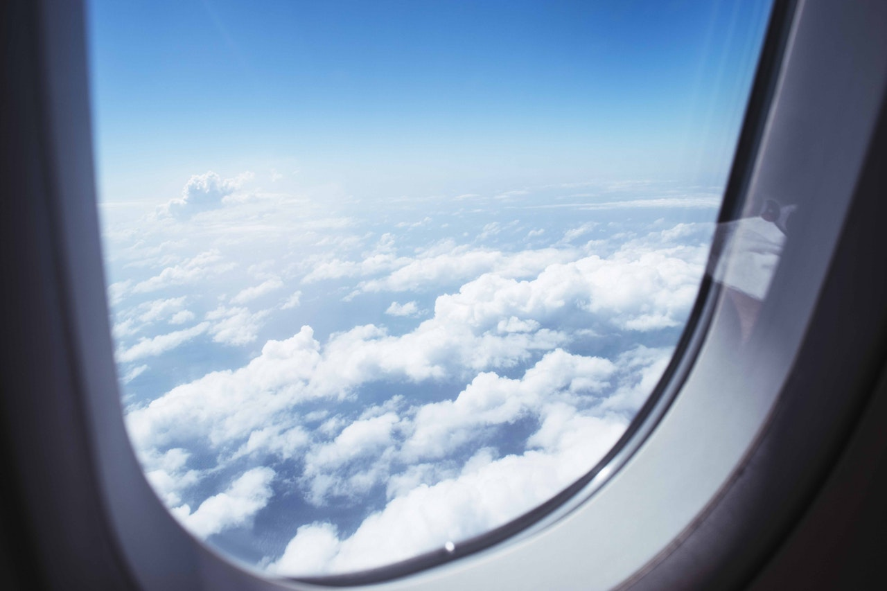 5 Tips To Save Money The Next Time You Take A Flight