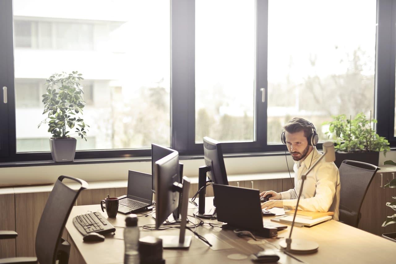 10 Call Center Tips Header Image