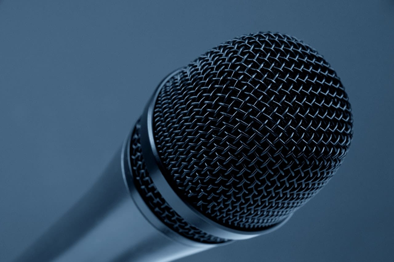 How To Find The Best Wireless Microphone For Karaoke