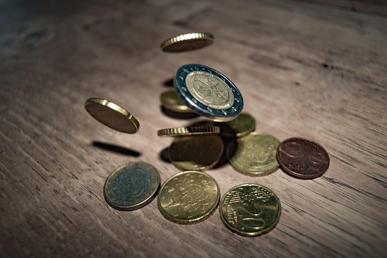 Saving Money Tips Minneapolis Article Image
