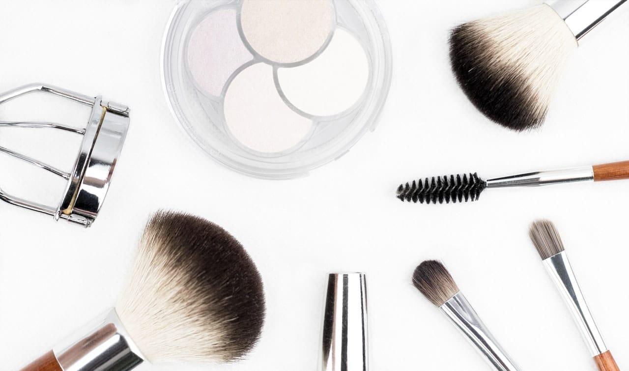 10 Tips Make-Up Remove Header Image