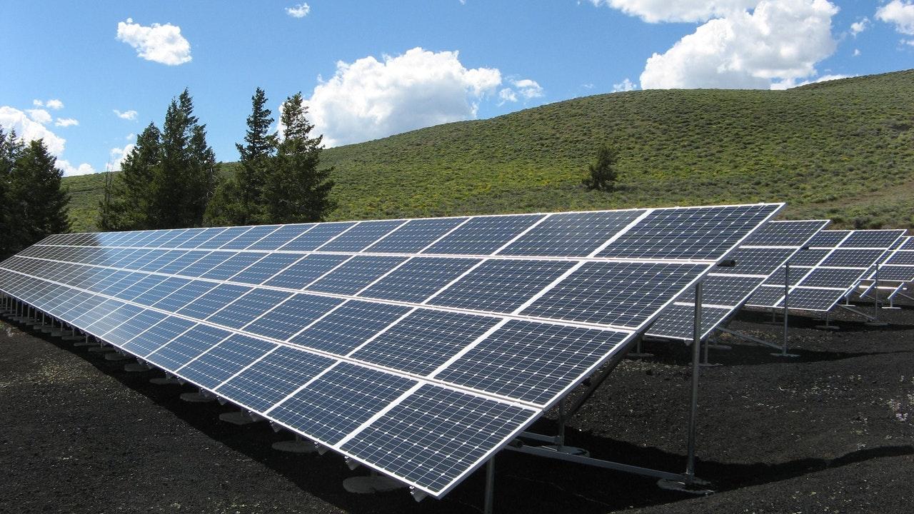Benefits Renewable Energy Article Image