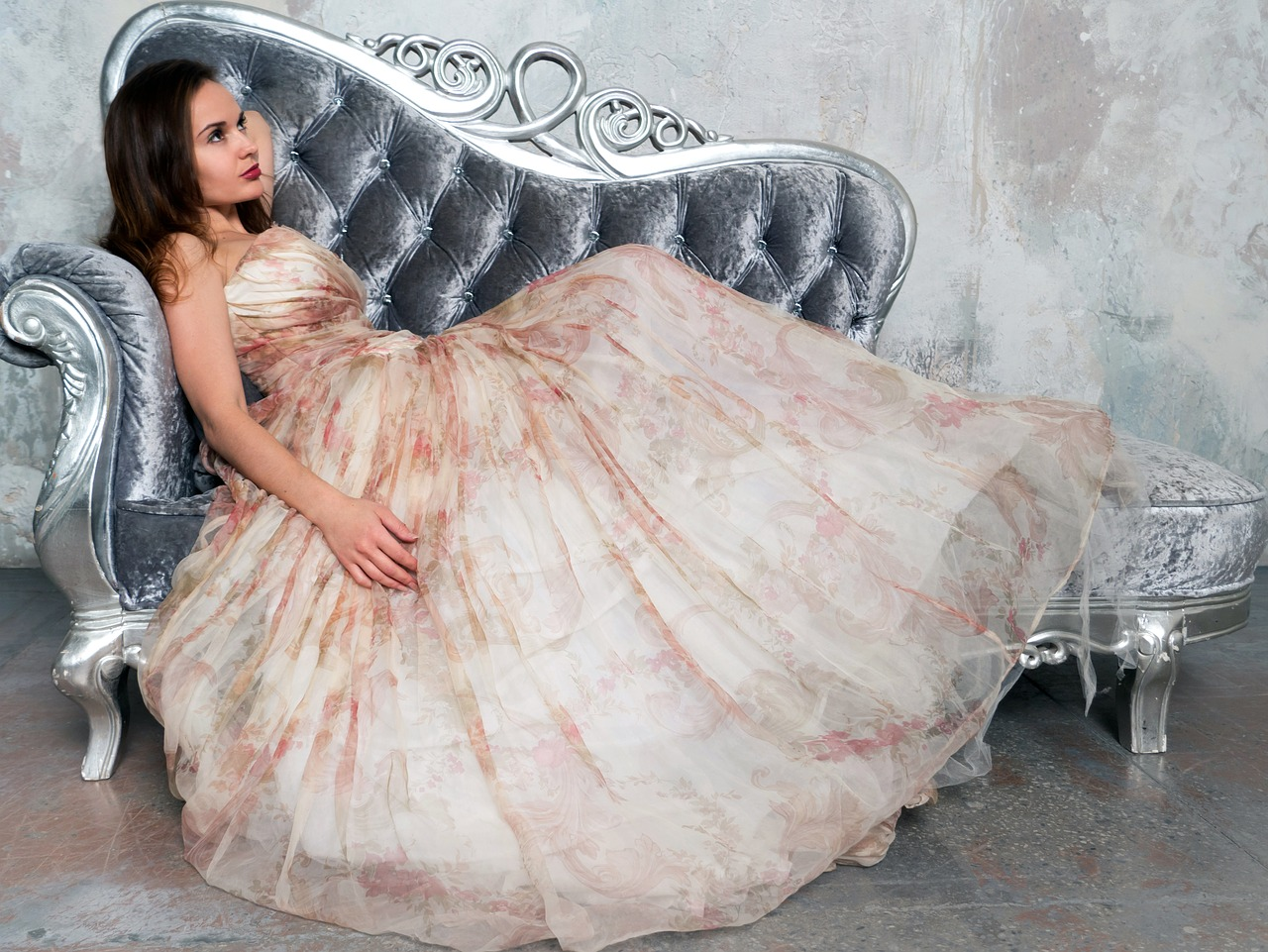 Choosing Evening Dress Article Image