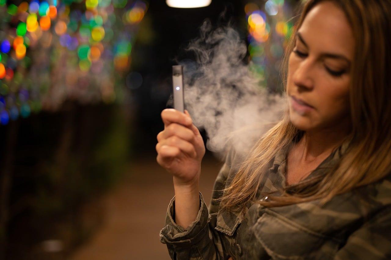 Vaping Smoking Dangers Header Image