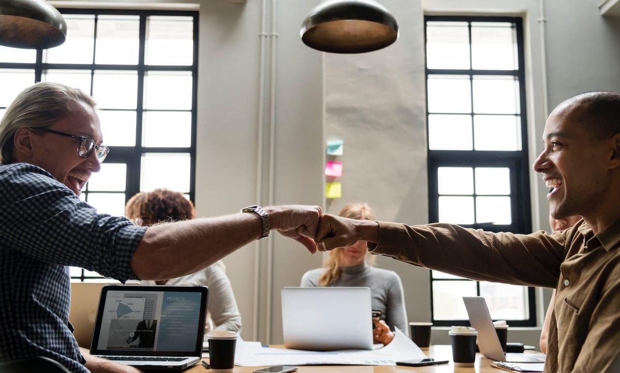 8 Tips Customer Service Header Image