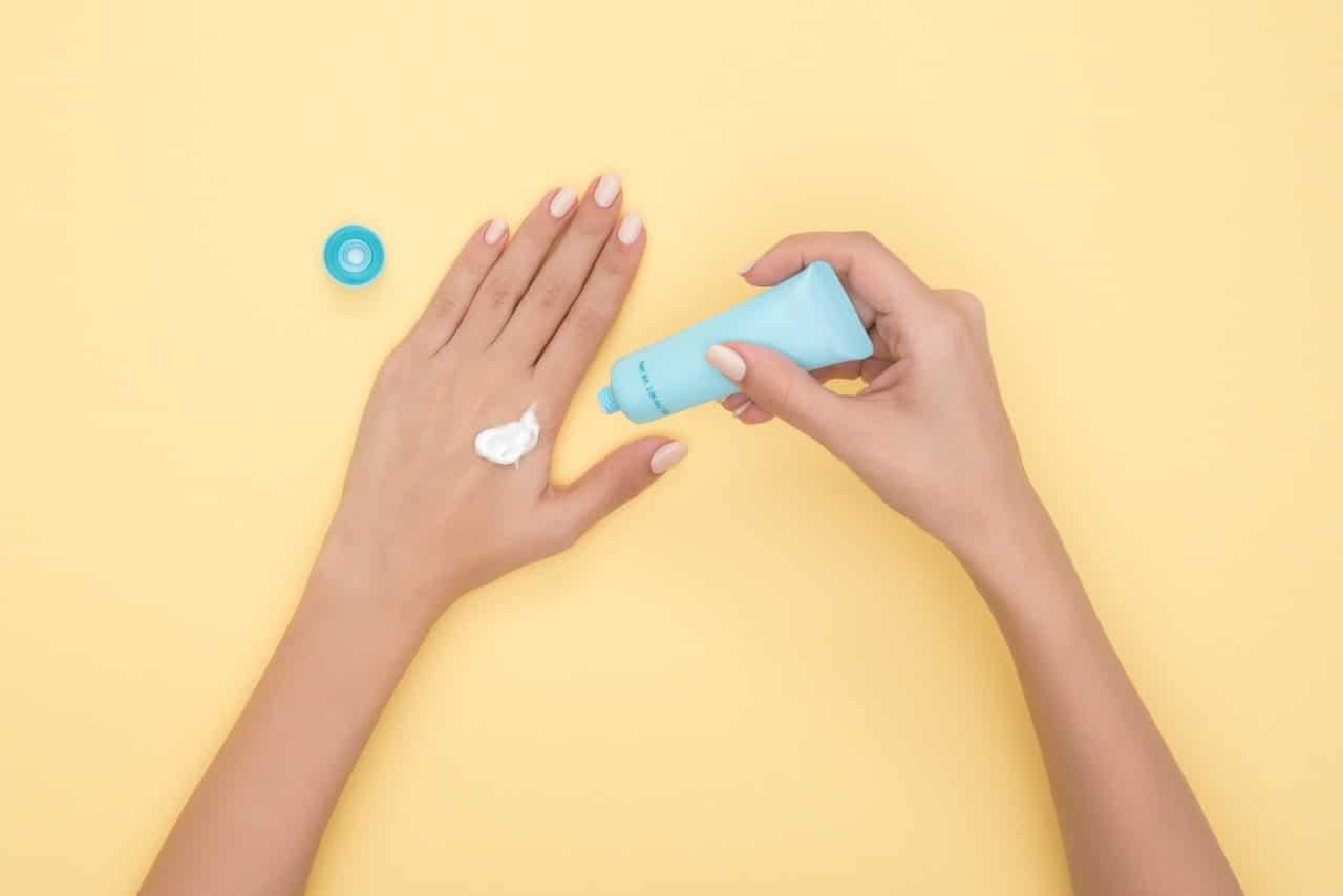 Best Neck Creams Ingredients Article Image
