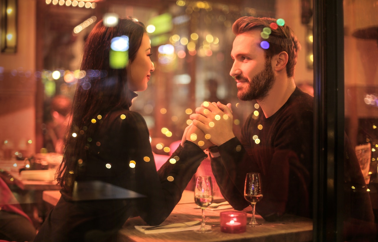 Romantic Date Tips Article Image