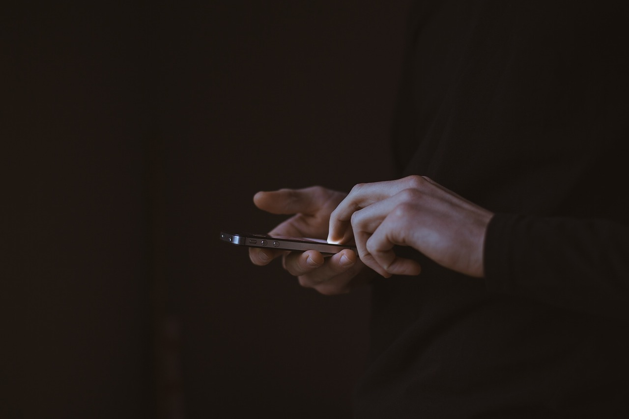 Smartphone Deposit Entertainment Article Image