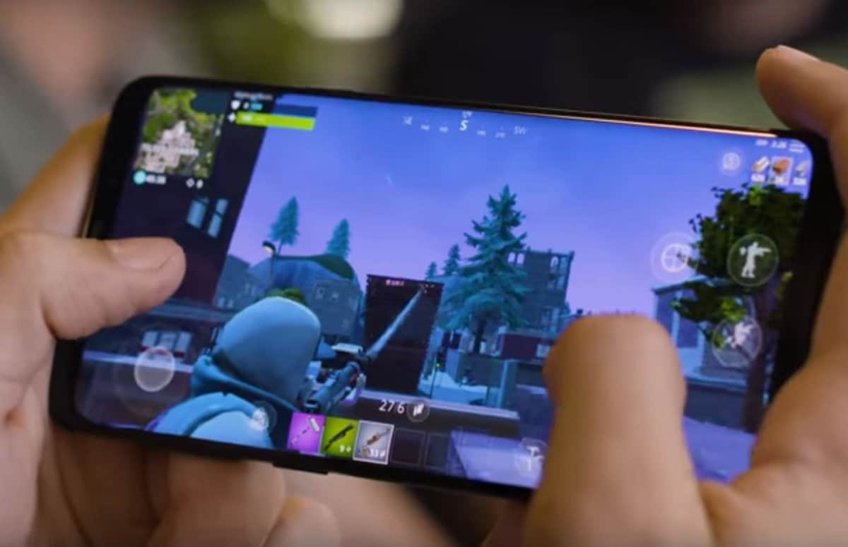 Smartphone Online Gaming Article Image