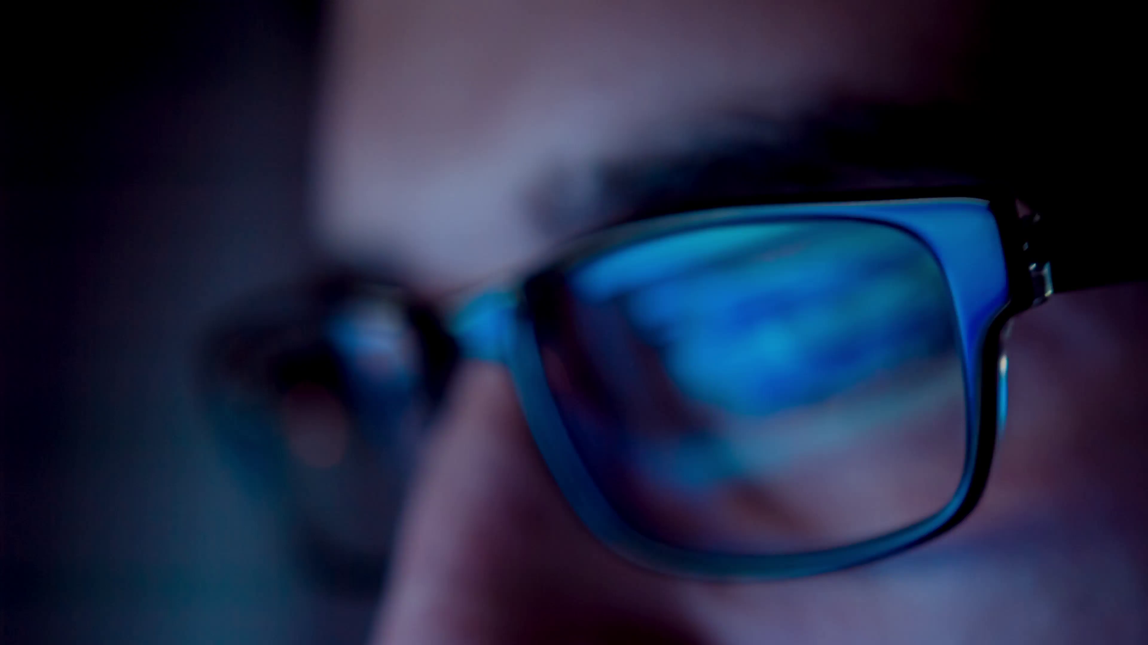 3 Tips For Protecting Your Eyes From Blue Light