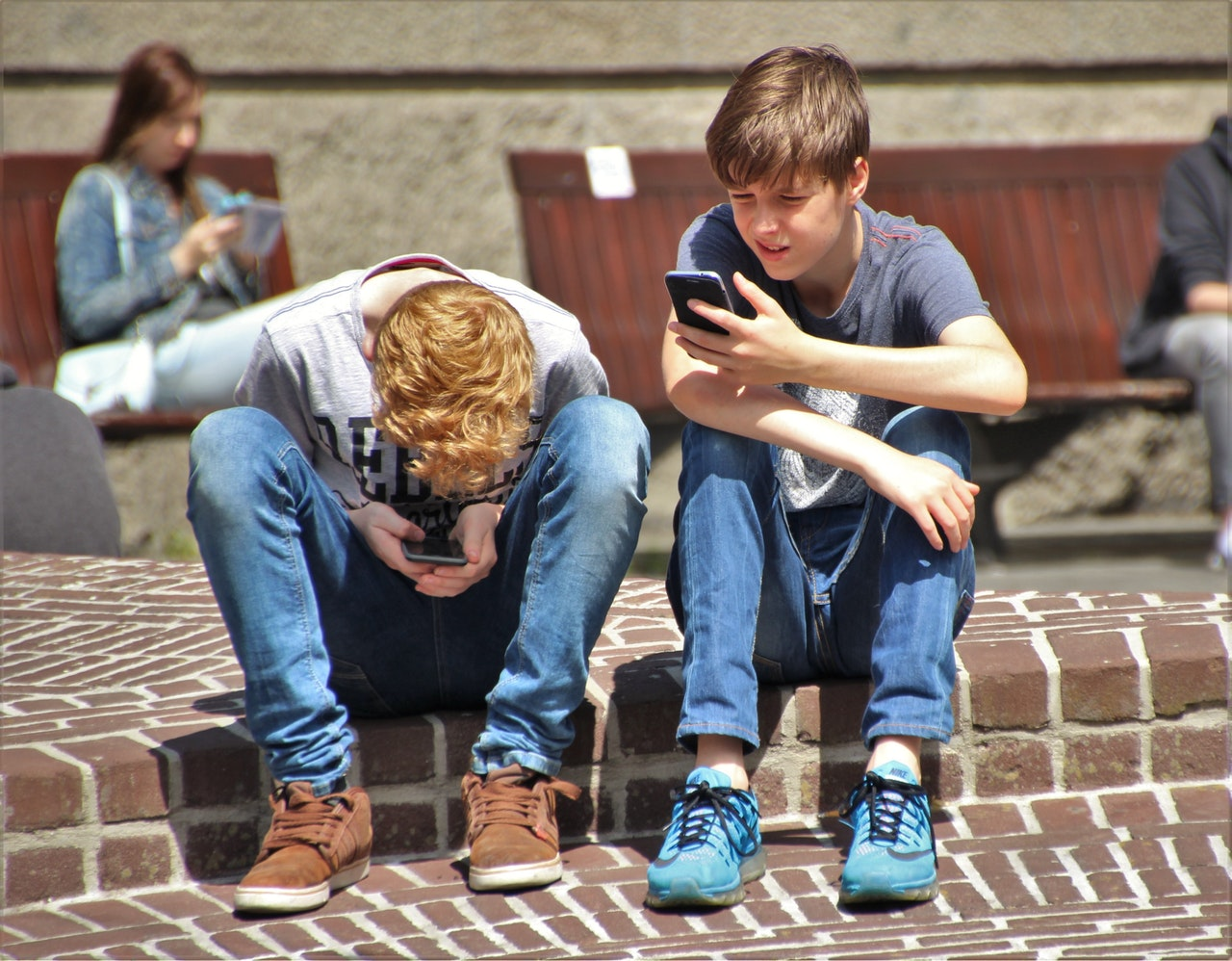 Internet Children Risks Benefits Article Image
