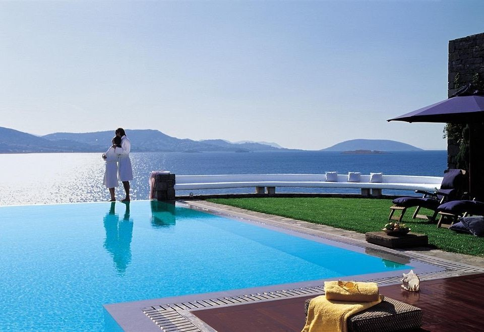 Top Luxurious Hotels World Article Image