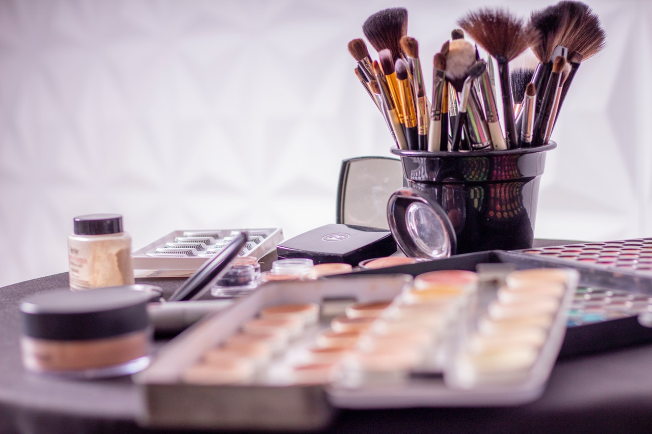 Essential Makeup Products Beginner Header Image
