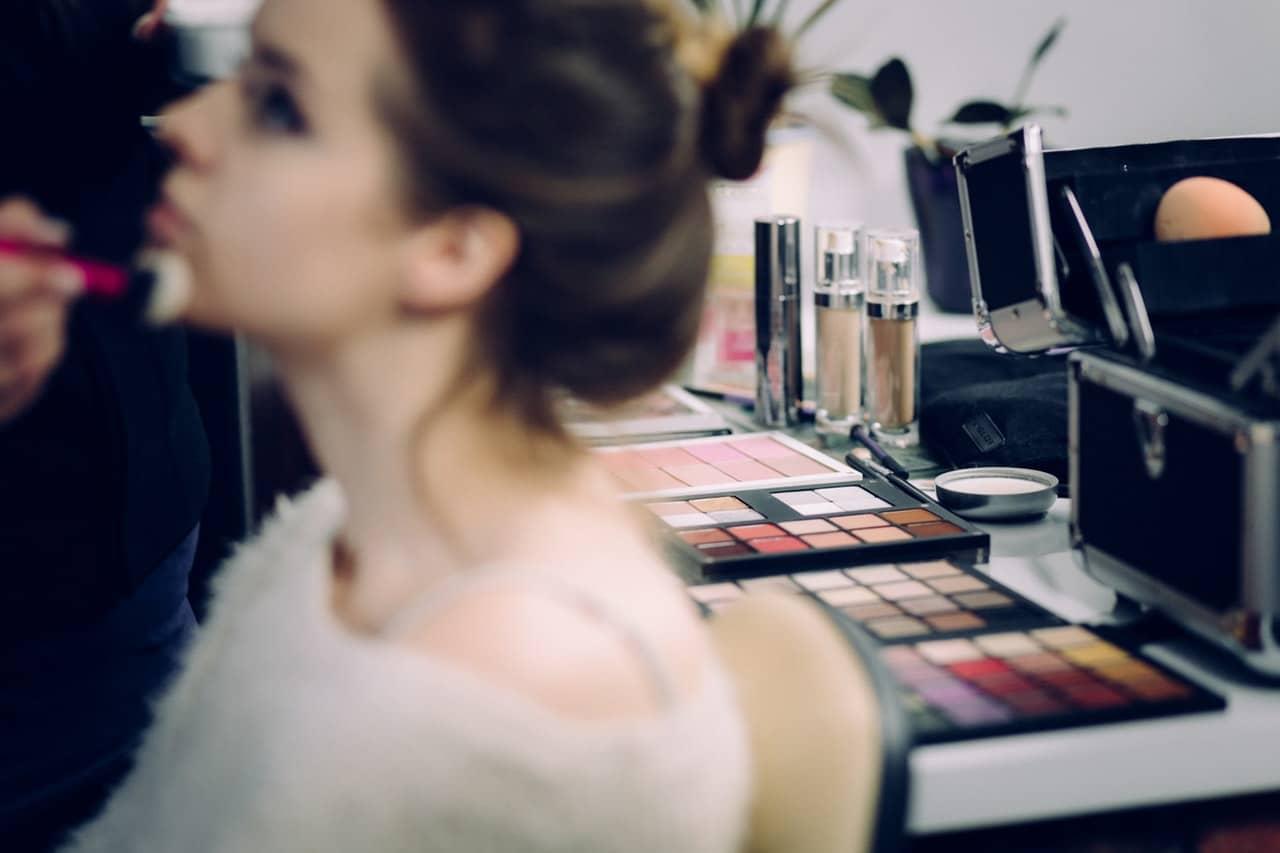 Tips Makeup Artist Header Image