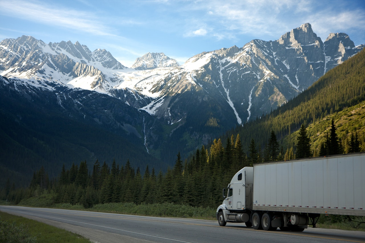 Long-Haul Trucking Job Header Image