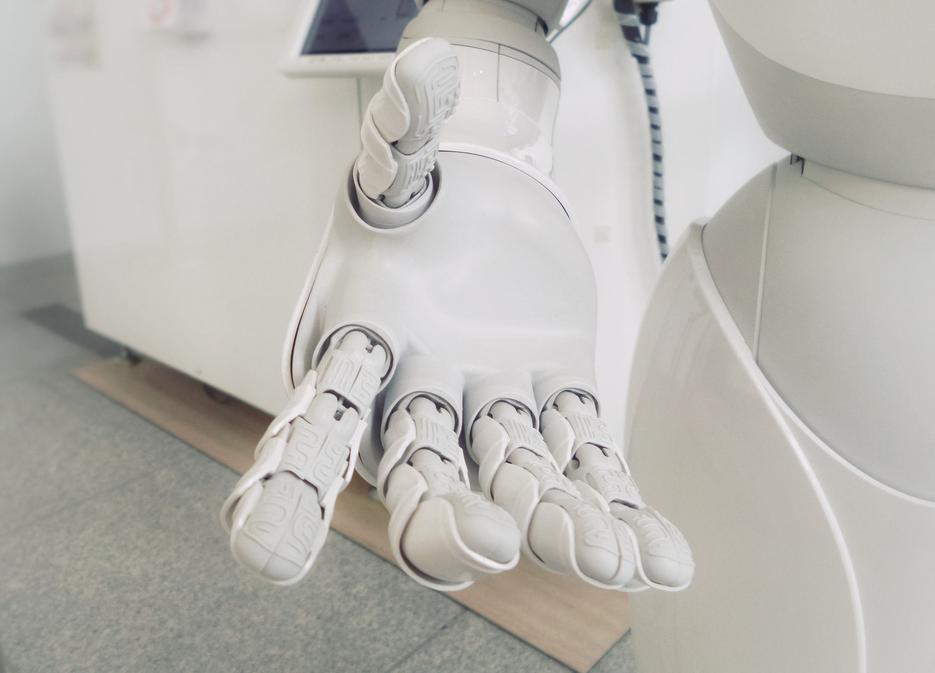 5 Industries Commercial Robots Header Image