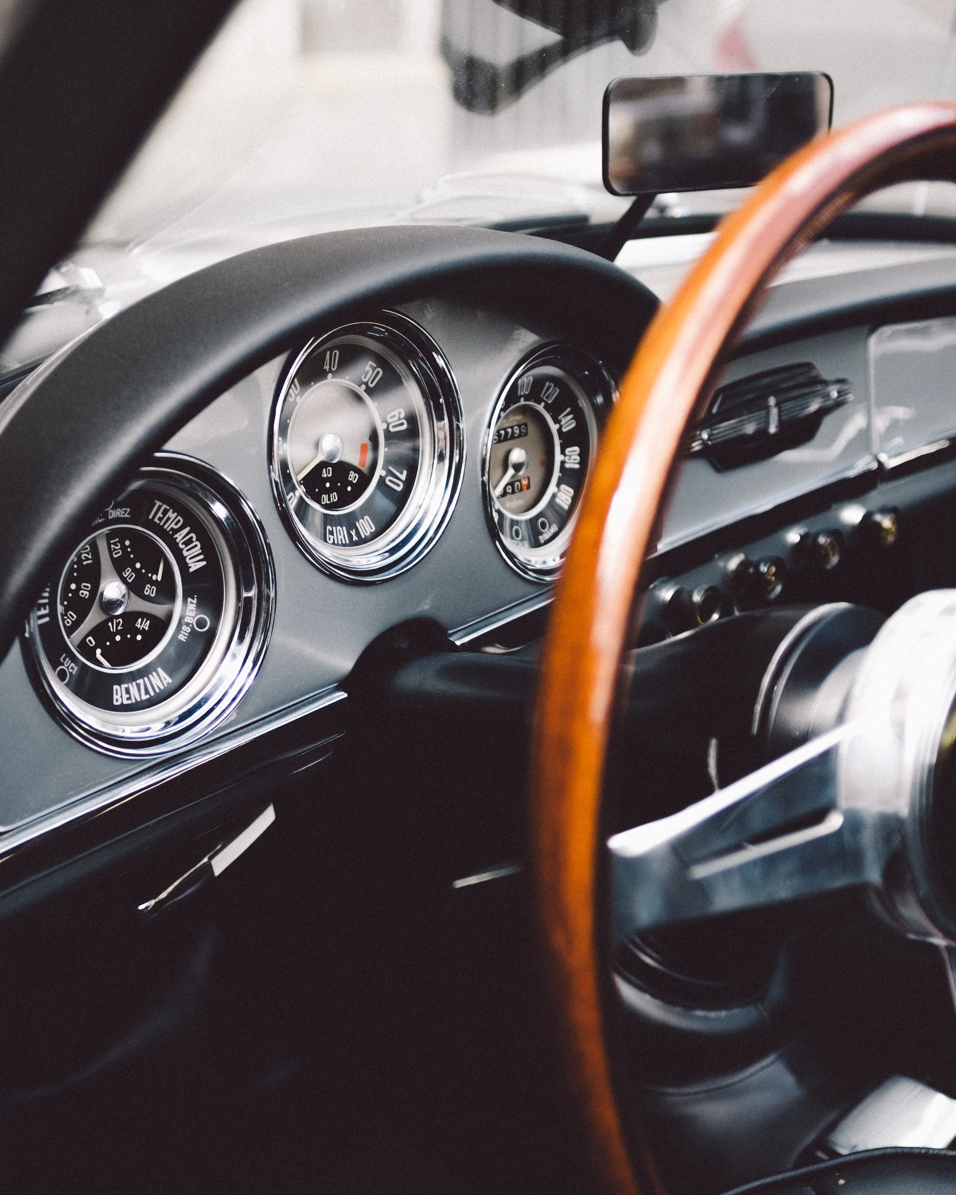 8 Tips Sell Classic Car Article Image