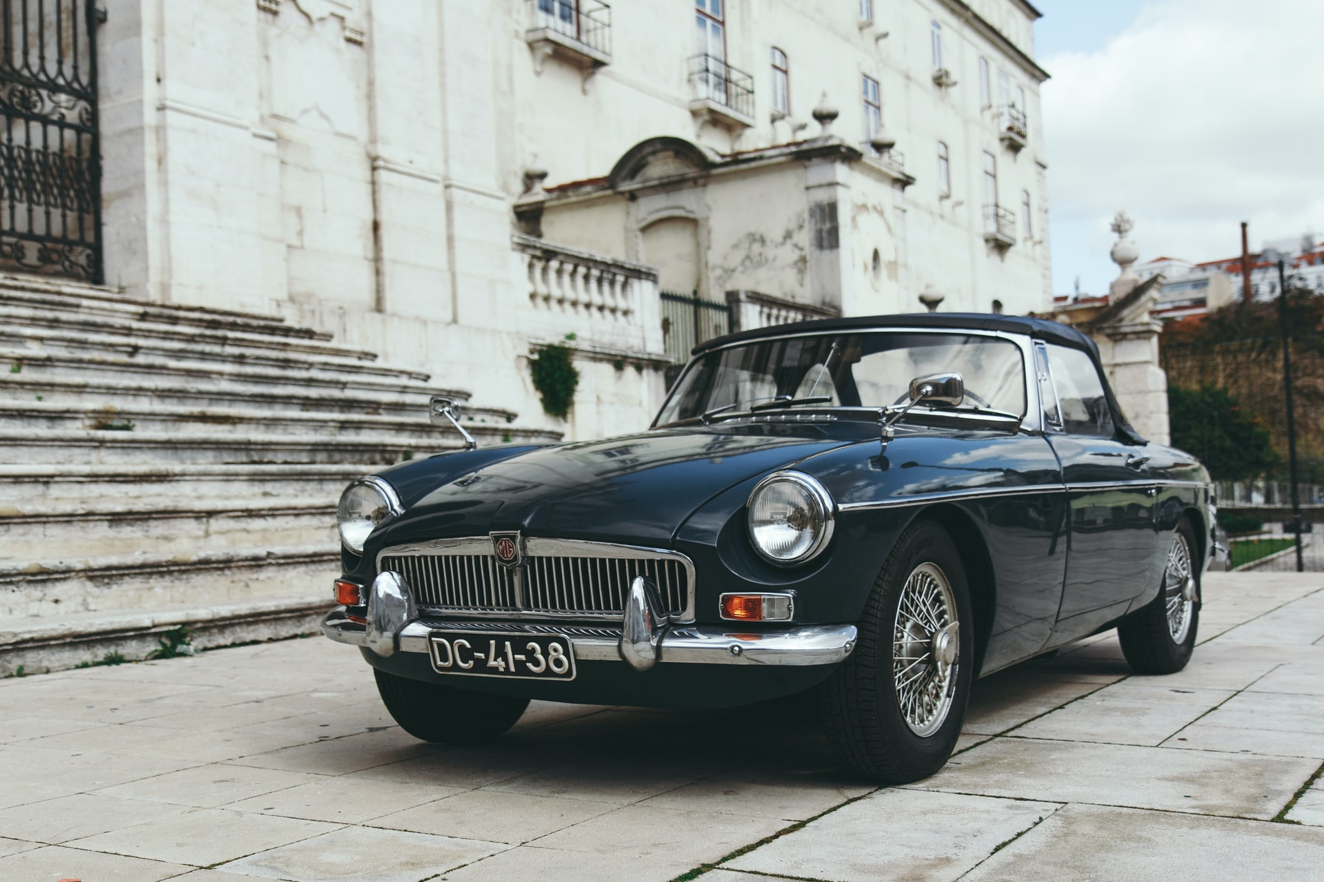 8 Tips Sell Classic Car Header Image