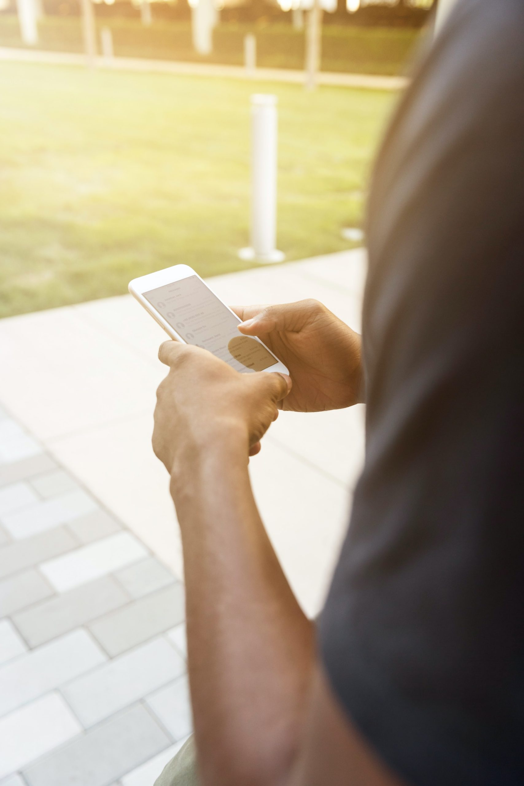 Dangers Texting While Walking Article Image