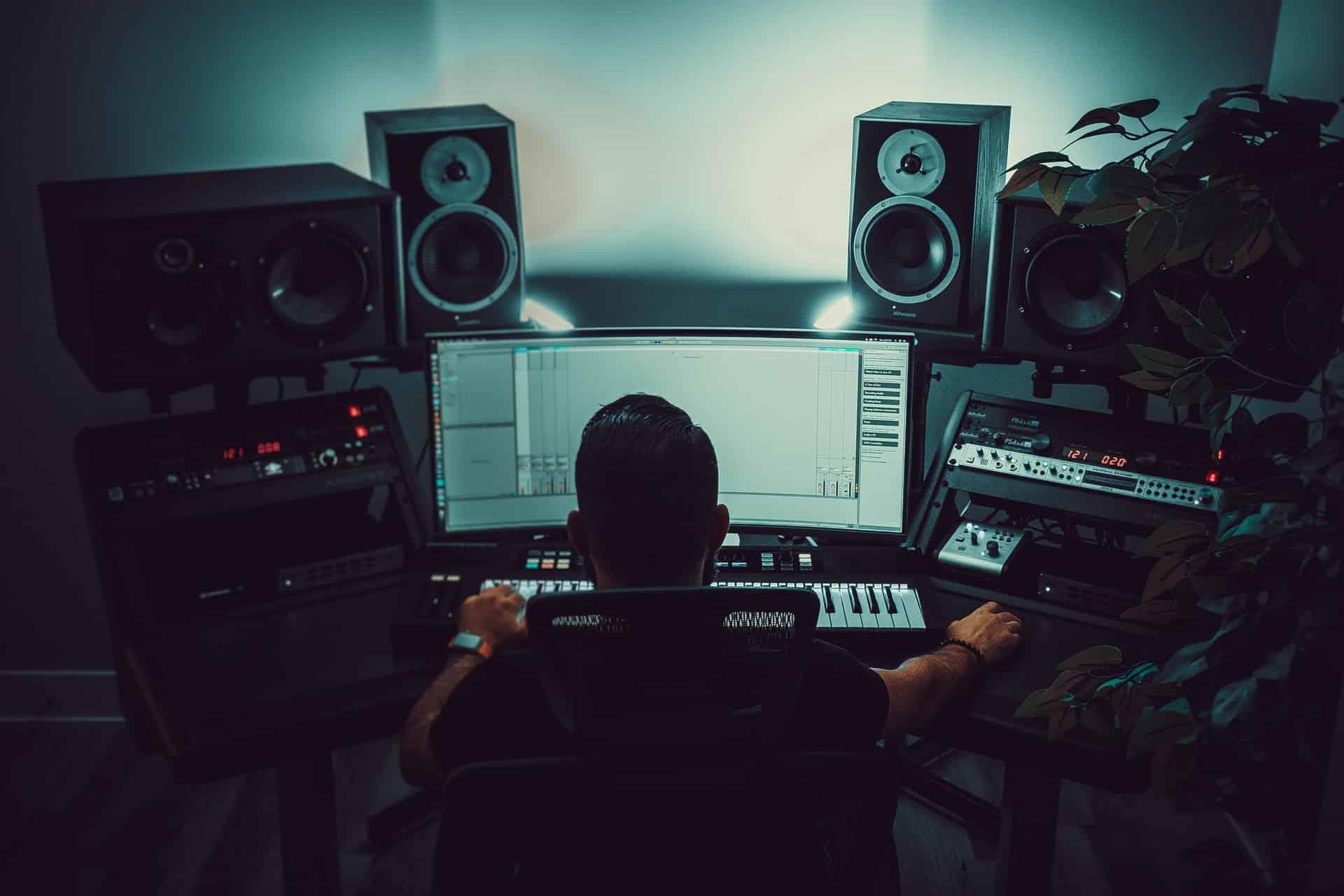 Set Up Home Recording Studio Header Image