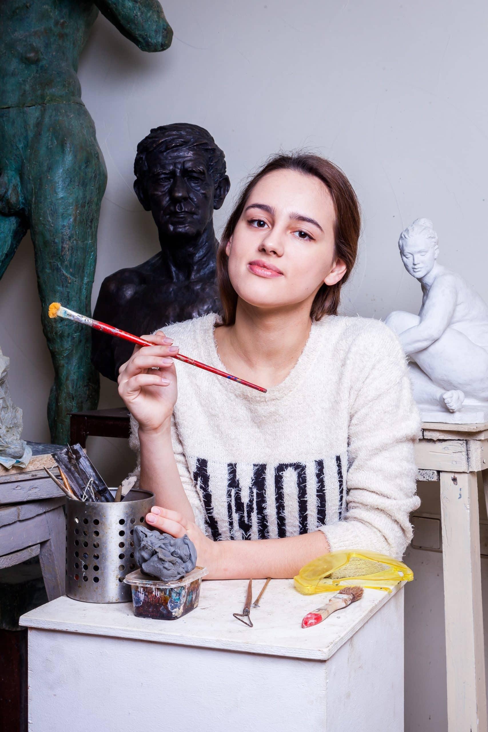 Struggling Artist Advertise Work Online Article Image