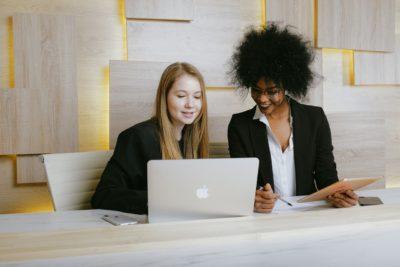 Timeless Fashion Advice Business Woman Image1