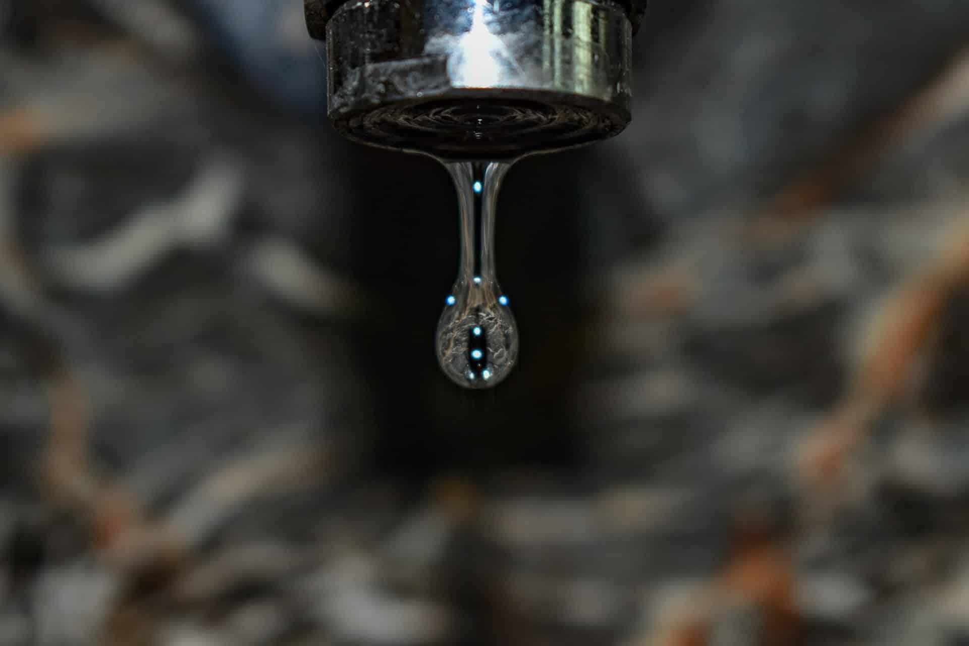 Signs Water Heater Breaking Header Image