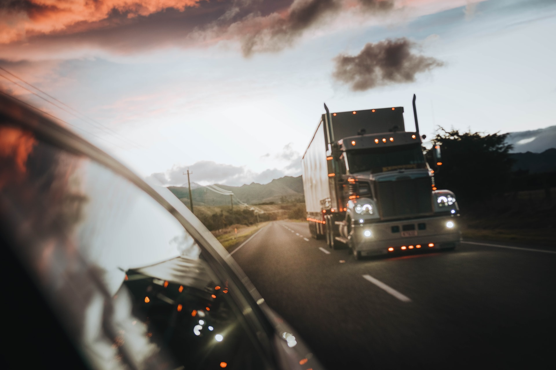 Tips Starting Trucking Business Header Image