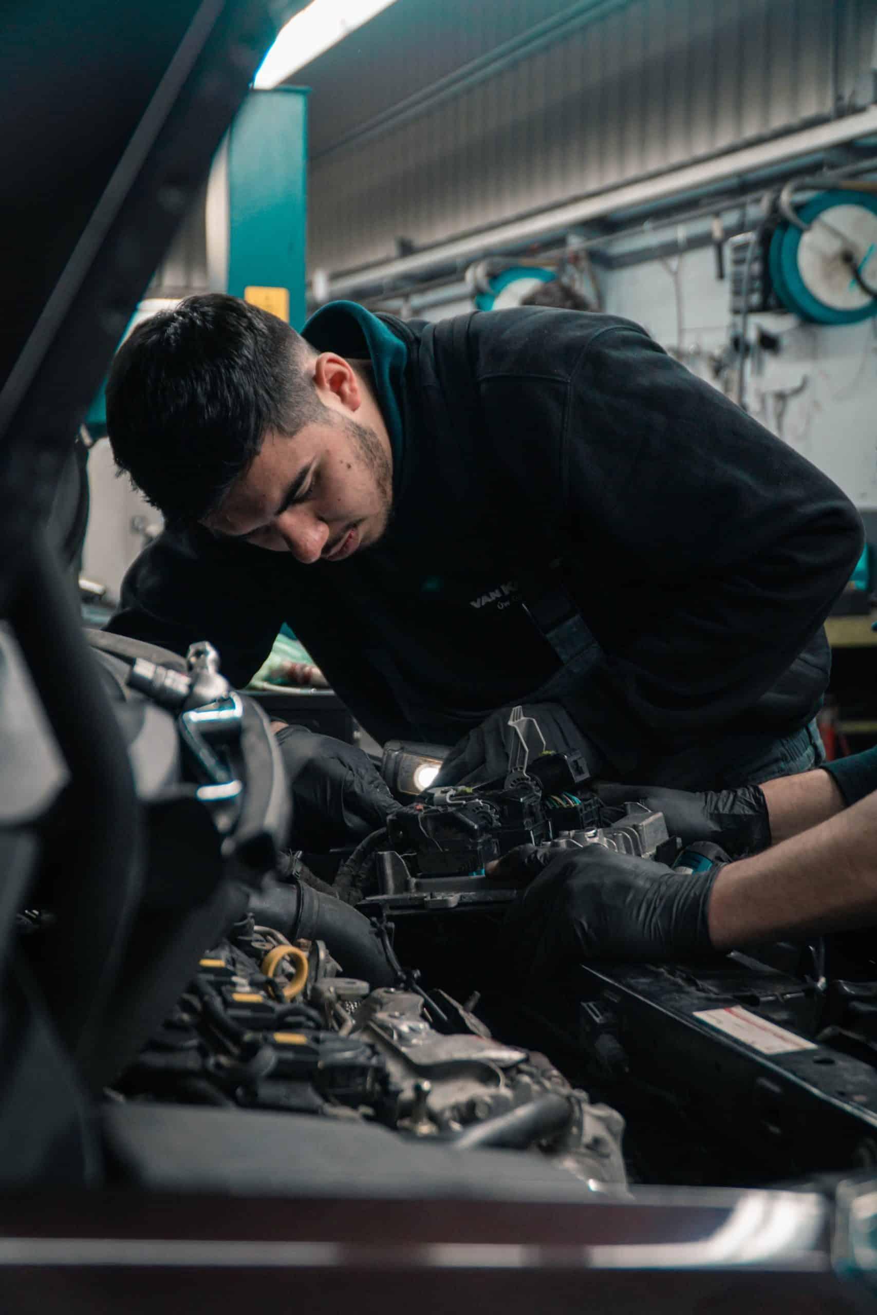 Questions Ask Car Mechanic Article Image