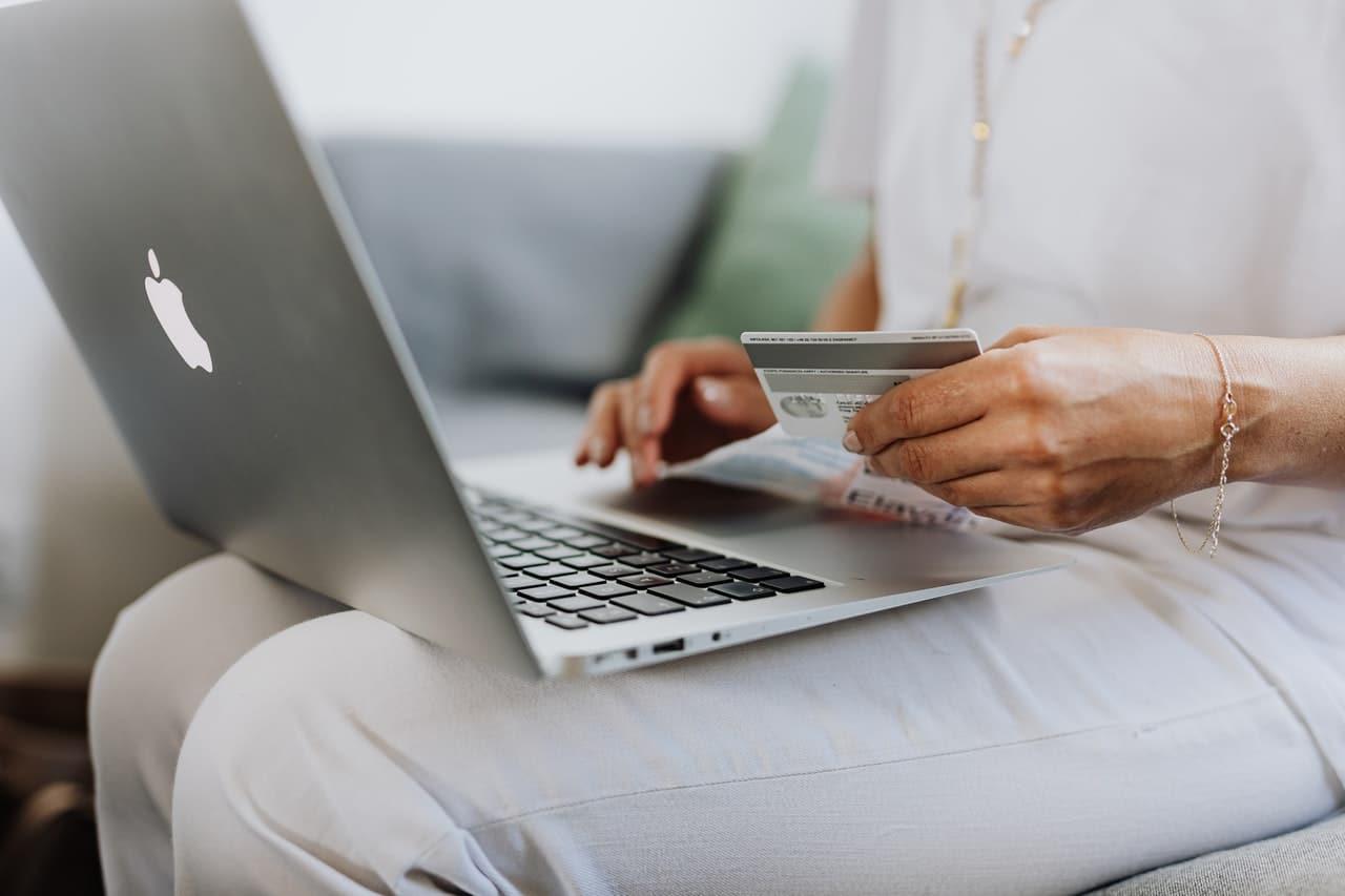 E-Commerce Sector Statistics Predictions Header Image