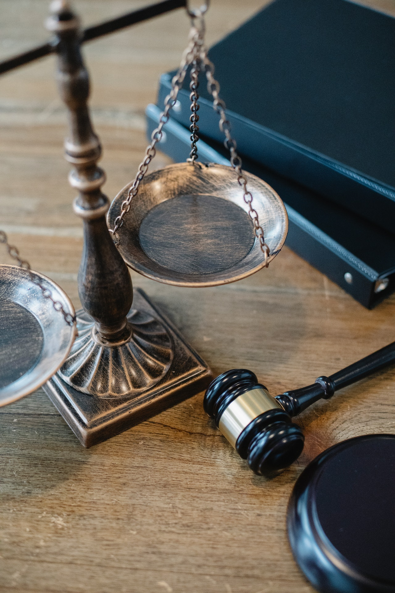 How Choose Lawyer Article Image
