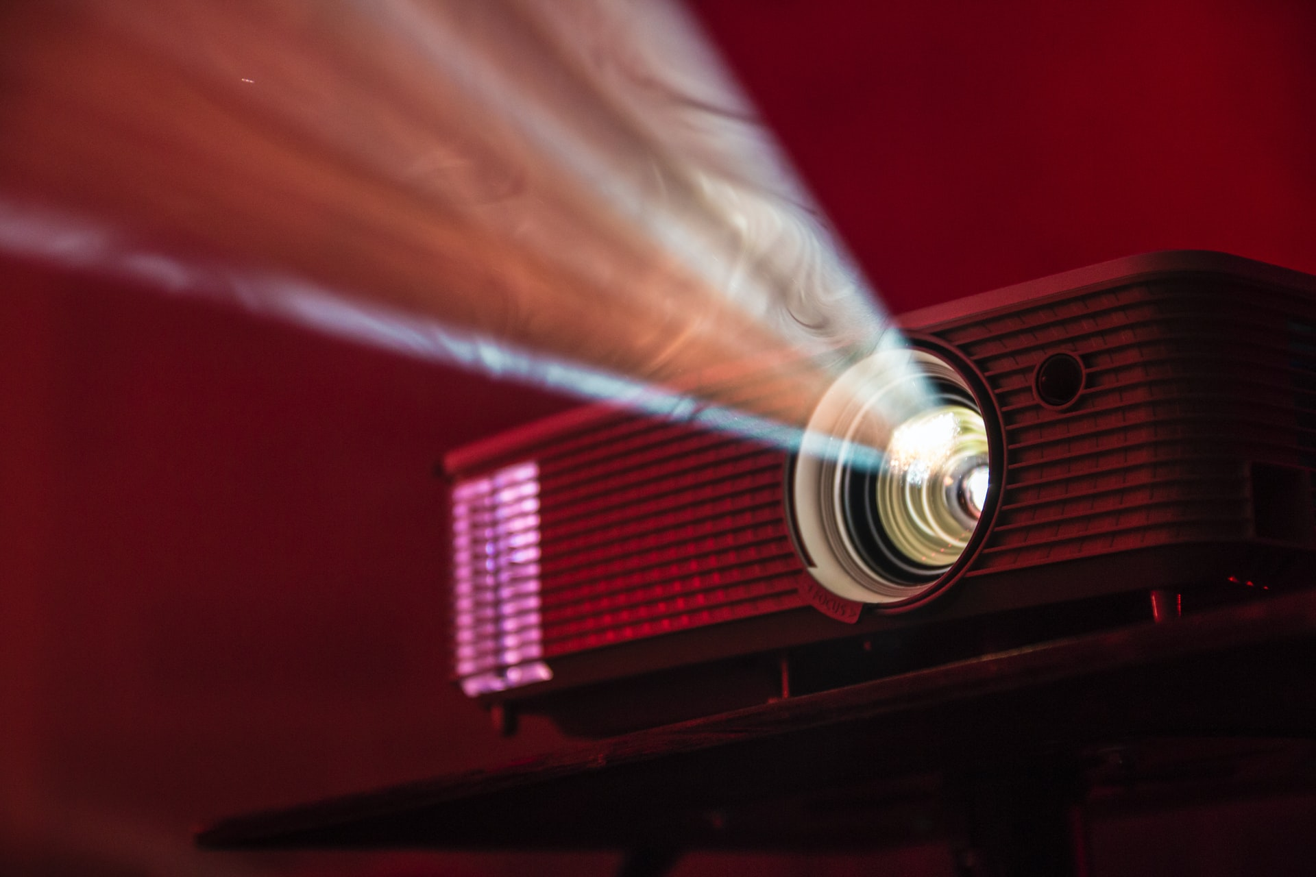 6 Tips Purchase Projector Header Image