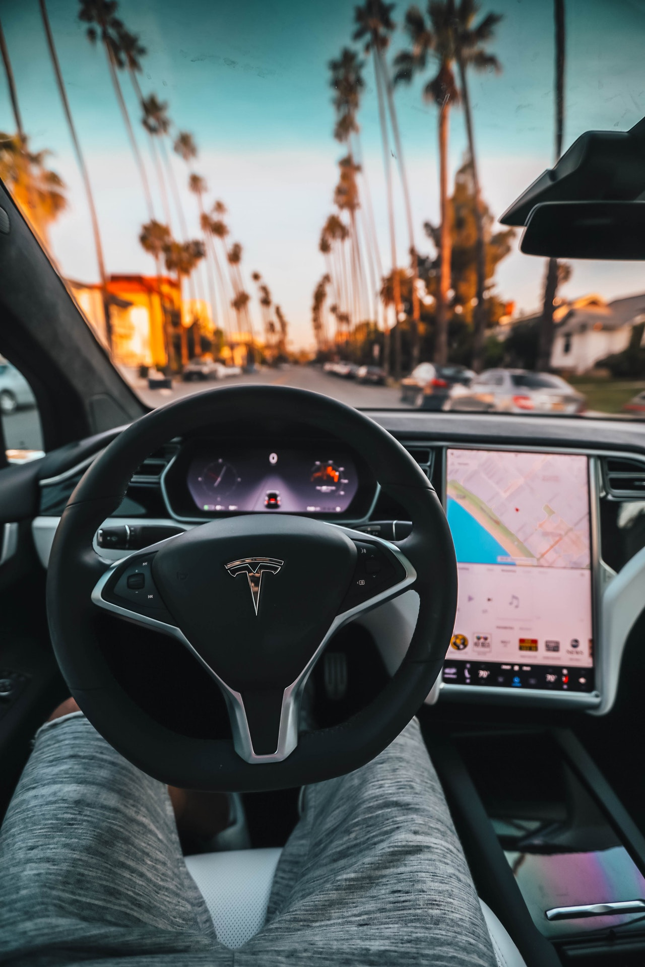 Advantages Electric Car Article Image