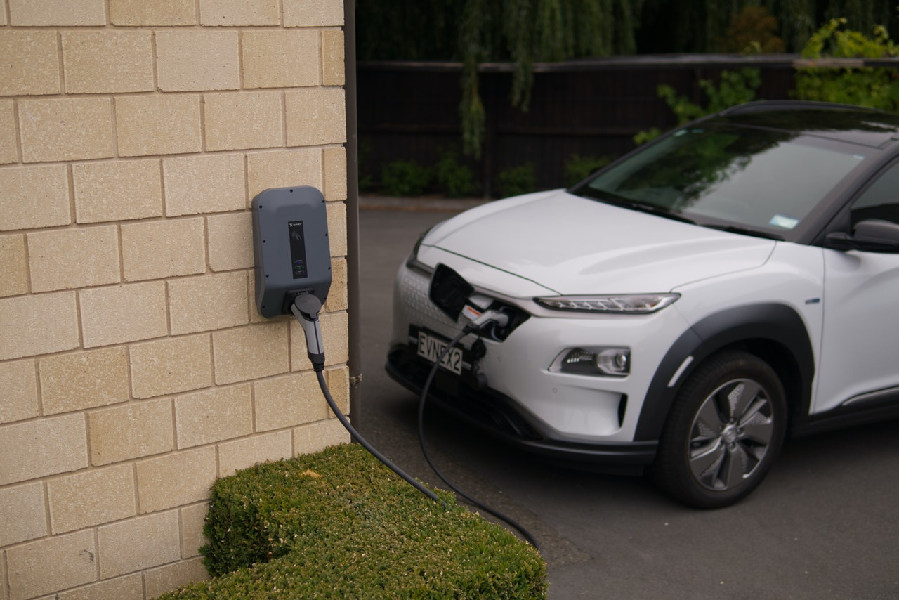 Advantages Electric Car Header Image