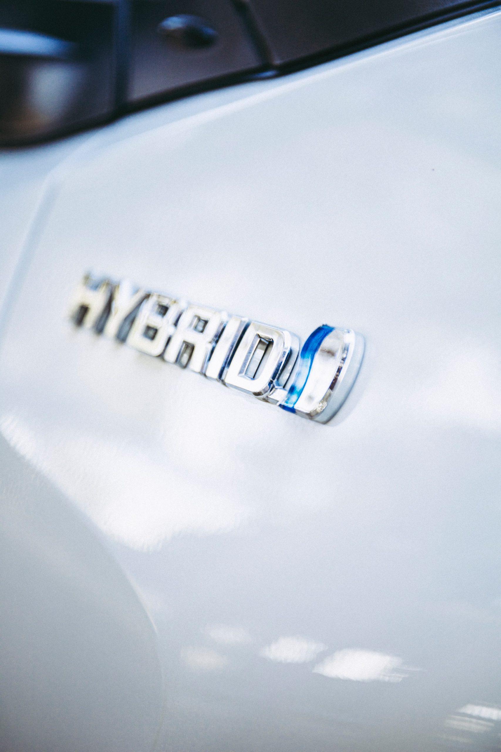 Benefits Hybrid Cars Article Image