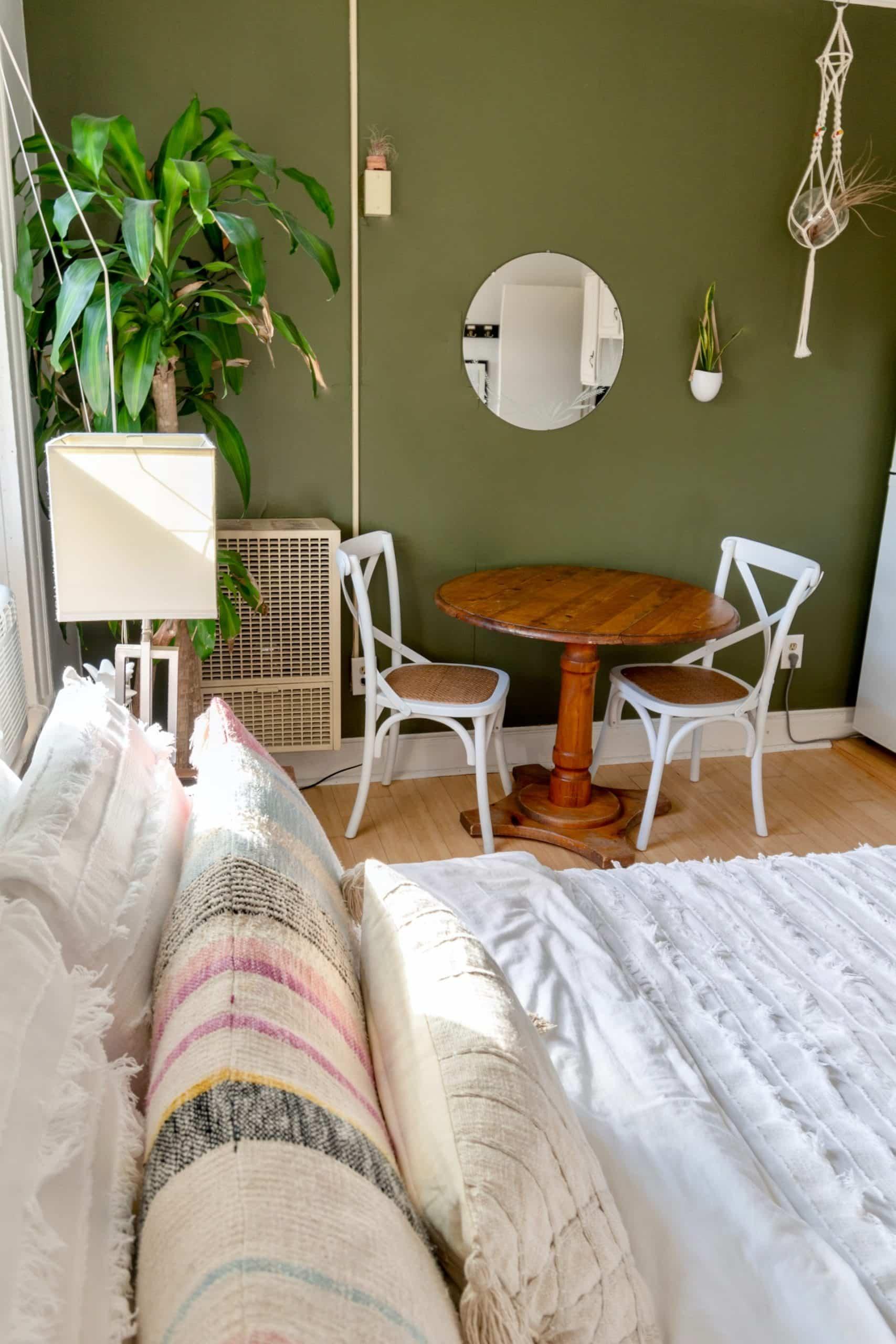 Guest Bedroom Set Article Image