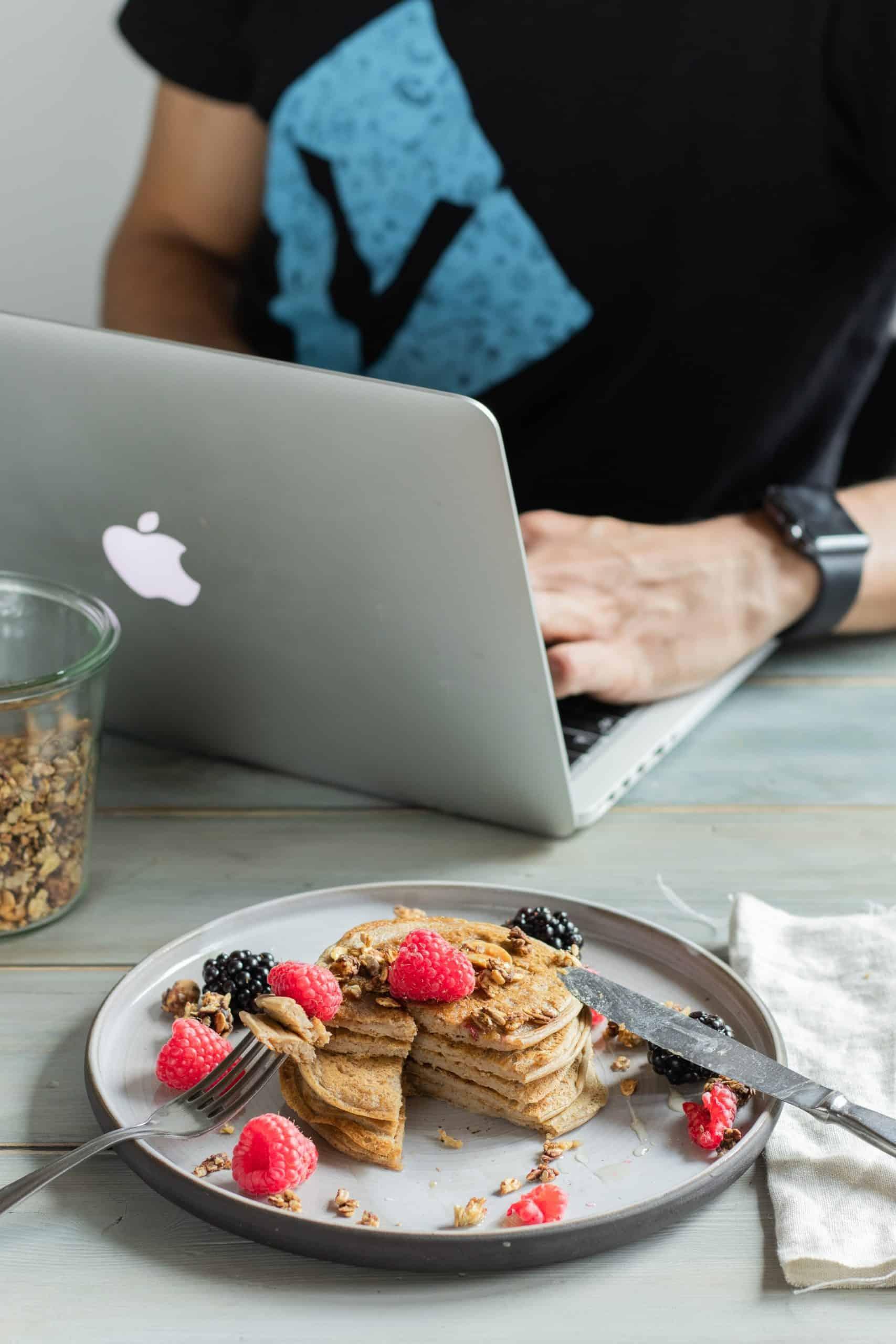Guest Blogging Earn Profit Website Article Image