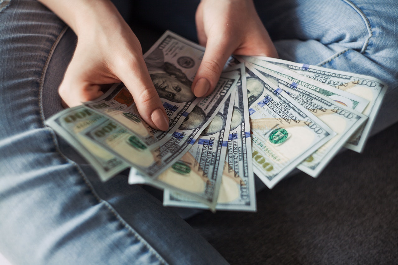 Withdrawing Money Safely Header Image